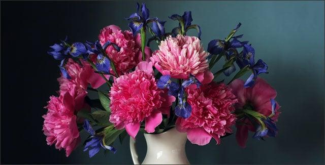 Cut flower arrangement depicting How to Start Your Own Cut Flower Garden